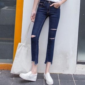 NAVY CROPPED CUTOUT JEANS